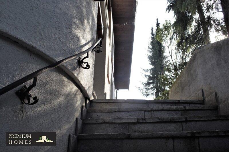 Breitenbach am Inn - Elegantes Landhaus - Aufgangs-bereich mit geschwungenem Geländer Handwerkskunst
