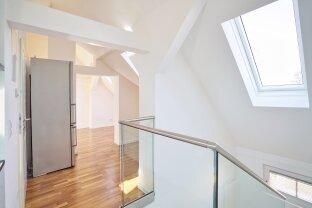 Wunderschöne, exquisit ausgestattete Wohnung mit separatem Büro/Hobbyraum ! Einfamilienhausgefühl mitten in der Stadt!