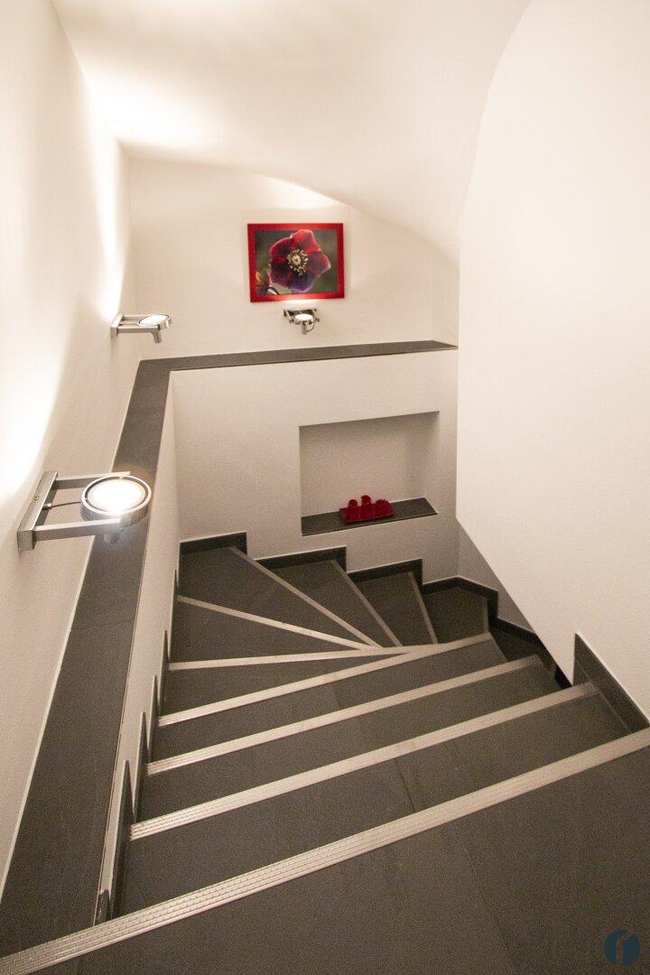 Treppe ins Untergeschoss
