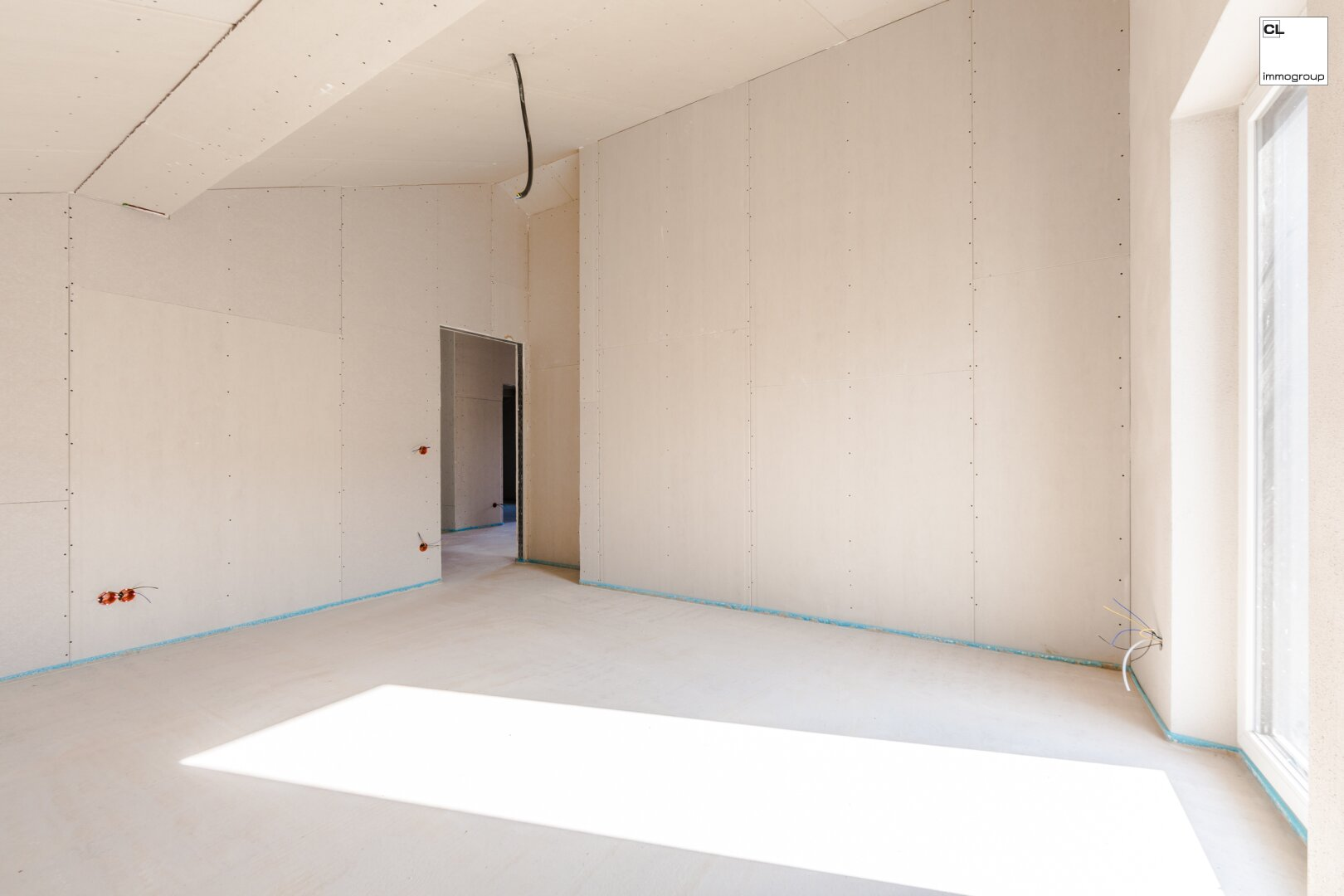 Helles Schlafzimmer der 4-Zimmer-Terrassenwohnung in St.Georgen im Attergau