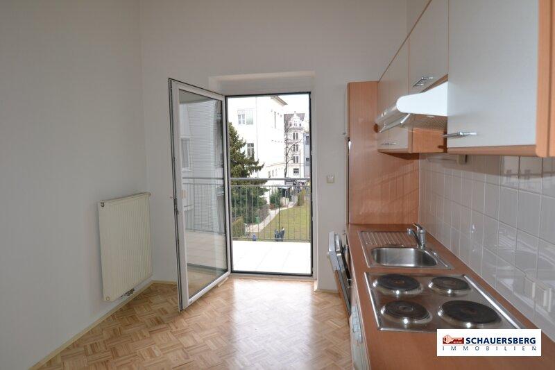 Schöne Zweizimmerwohnung großer Wohnküche mit Balkon in der Schönaugasse
