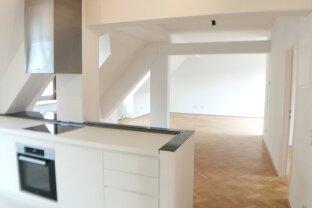 Dachgeschoss-Wohnung mit hofseitiger Terrasse - 5 Zimmer!