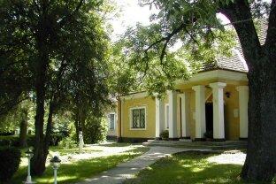 Romantisches Herrenhaus nähe Wien mit 13000m2 Grundstück. Pferdehaltung, Reiten, Seminarort, Firmensitz. Neuer Preis!