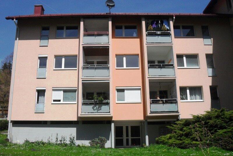 Sonniges, qualitativ hochwertiges 4-Zimmer-Eigentum mit Südloggia und Großgarten mit Kinderspielplatz