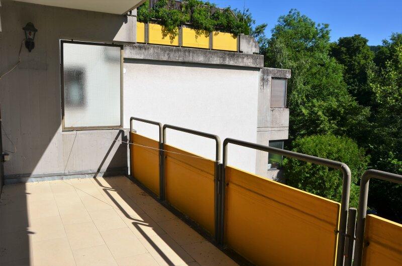 GRÜNRUHELAGE. Balkonwohnung in urbaner Ruhelage beim Schloß Laudon.