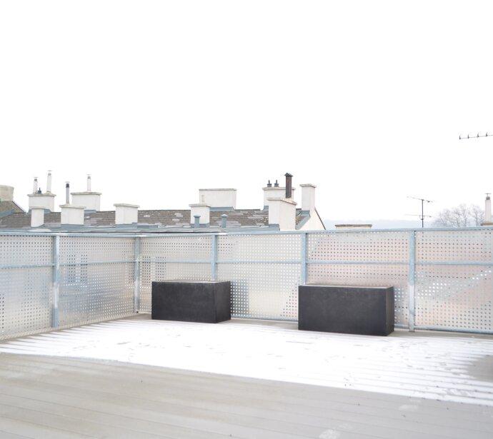 Hochwertige Dachterrassen-Wohnung mit Panorama-Dachterrasse - Renoviertes Altbauhaus - Spitzenlage Altpenzing