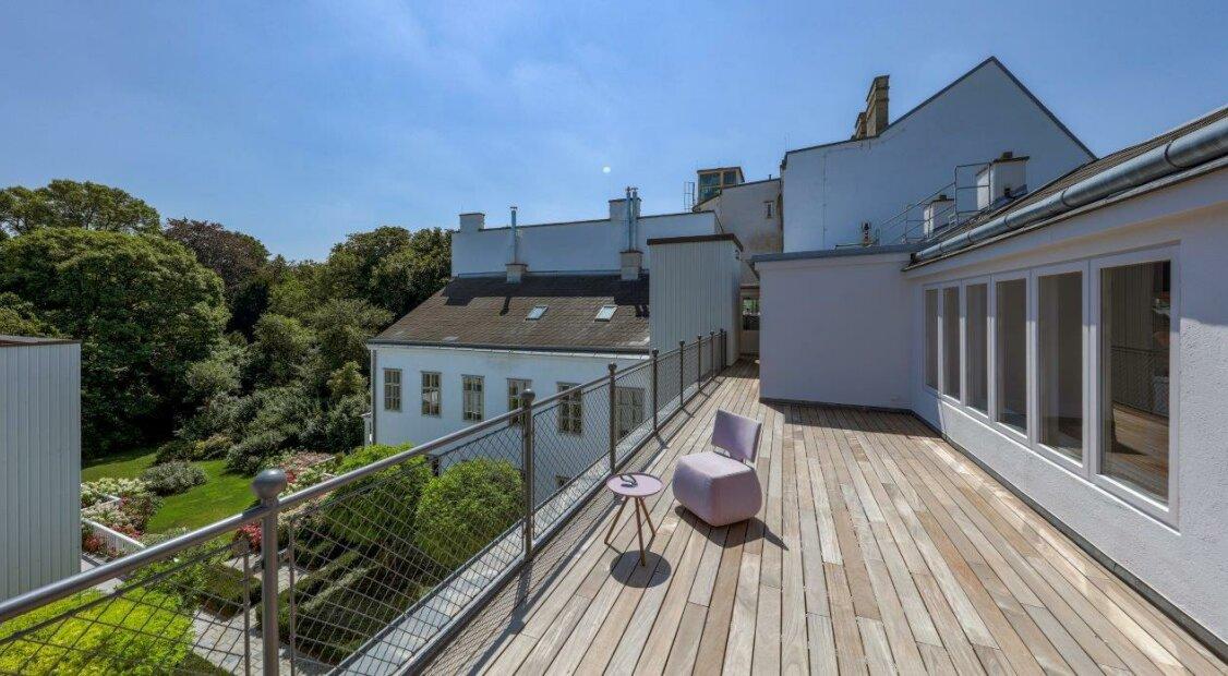 TRAUMIMMOBILIE! Außergewöhnliche DG-Wohnung in topsaniertem Biedermeierhaus in Alt-Hietzing! Erstbezug