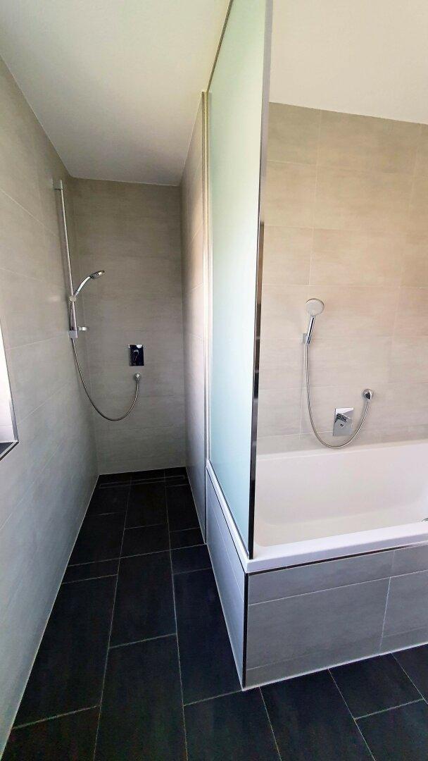 Dusche und Wanne, 4-Zimmer Maisonette Wohnung, Schwoich