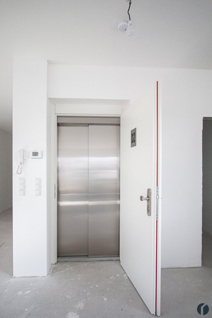 mit dem Lift direkt in die Wohnung