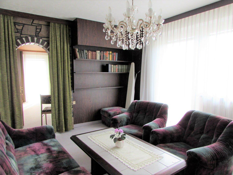 Großes Haus mit fünf Schlafzimmern