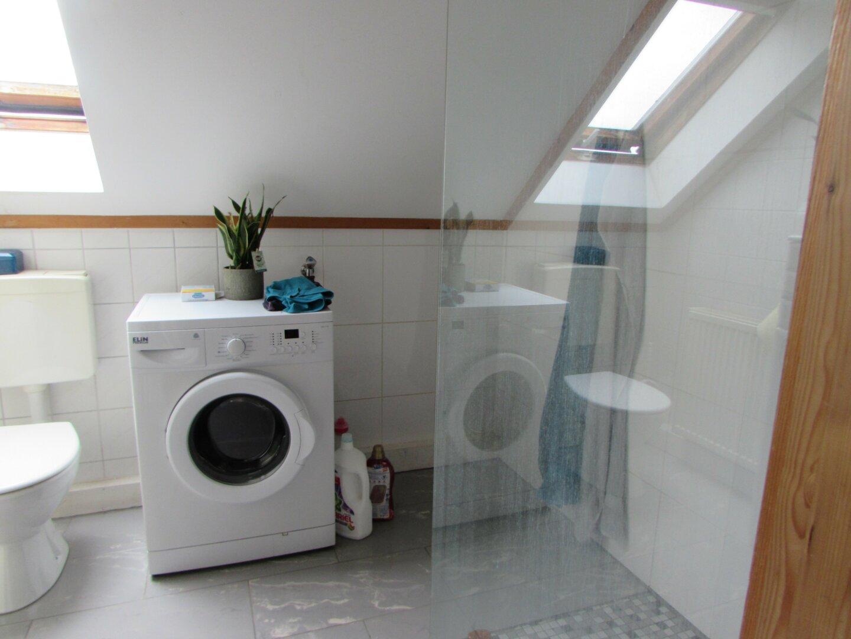 Wohnung mit Badezimmer und Walk in Dusche