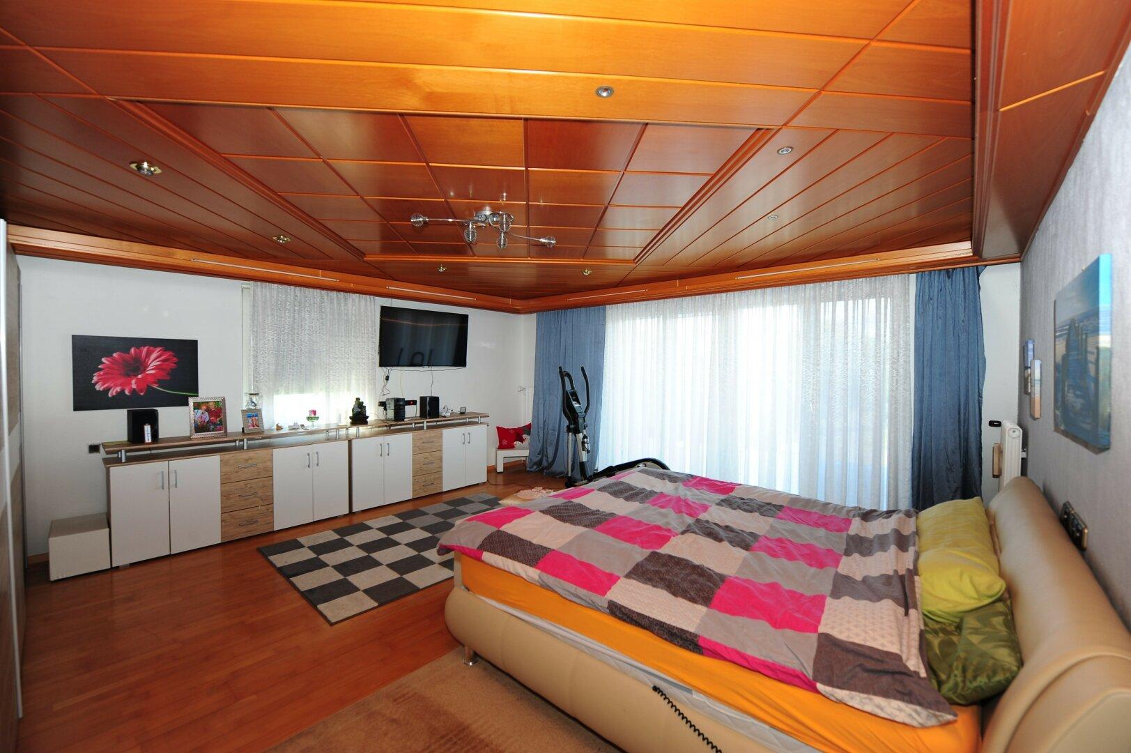 Schlafzimmer mit Ausgang auf die Terasse
