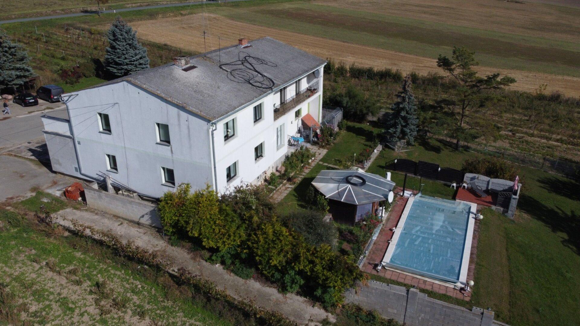 Zweifamilienhaus mit Reithalle