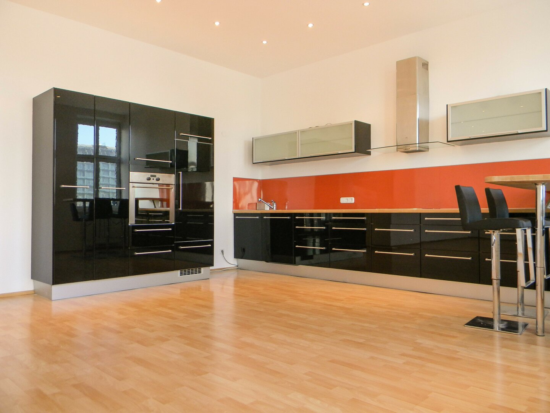 Wohnzimmer / offene Küche