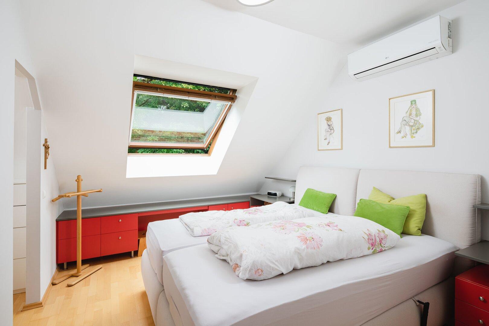 Schlafzimmer mit Schrankraum_OG