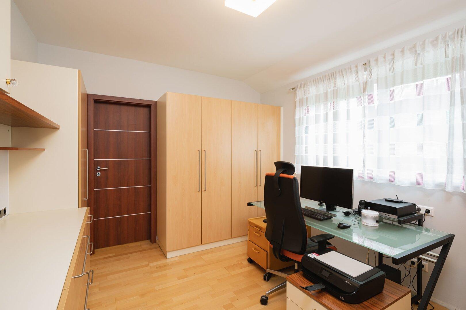 Zimmer/Büro_OG
