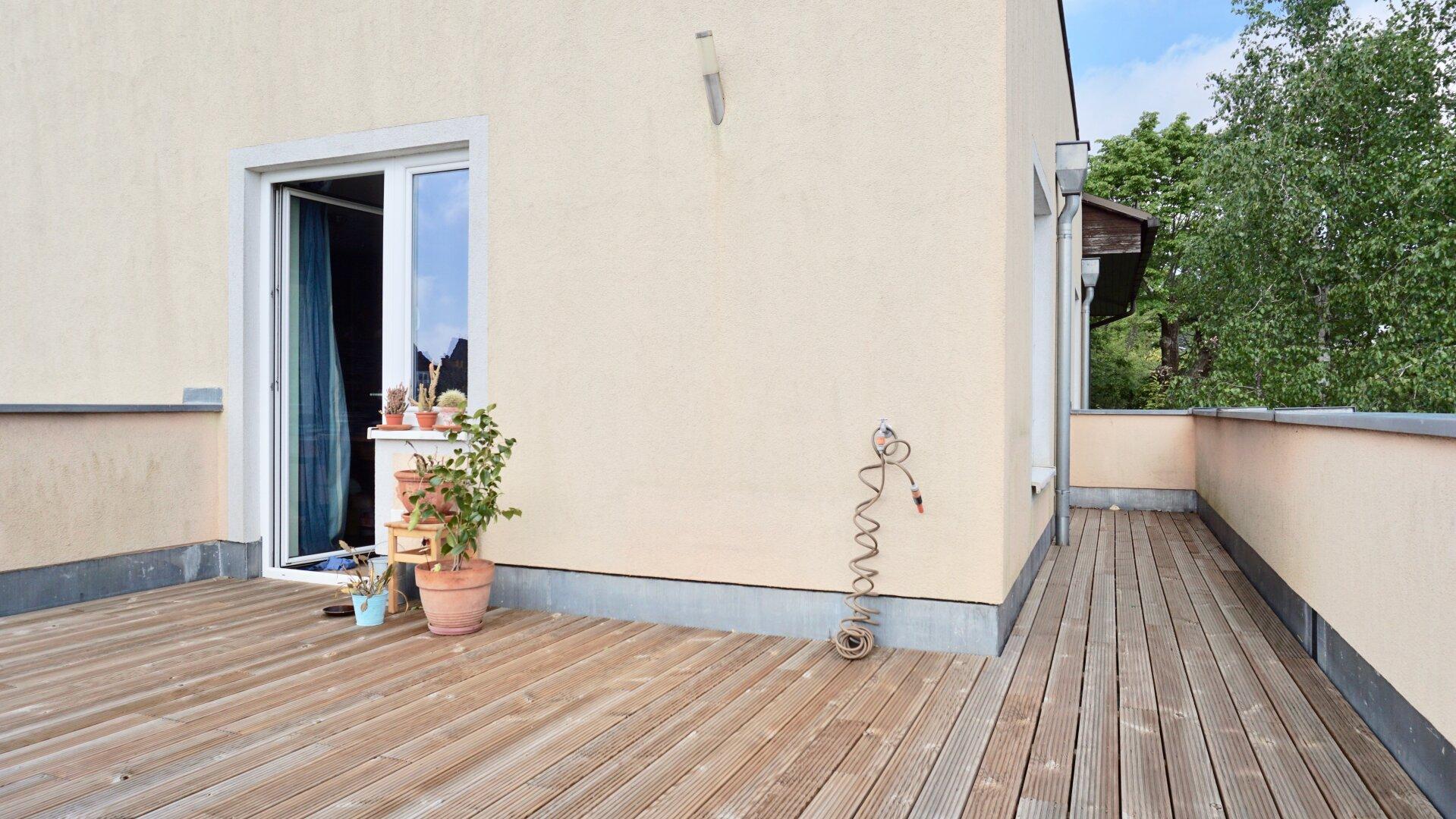 Terrasse 1. OG mit Wasseranschluss