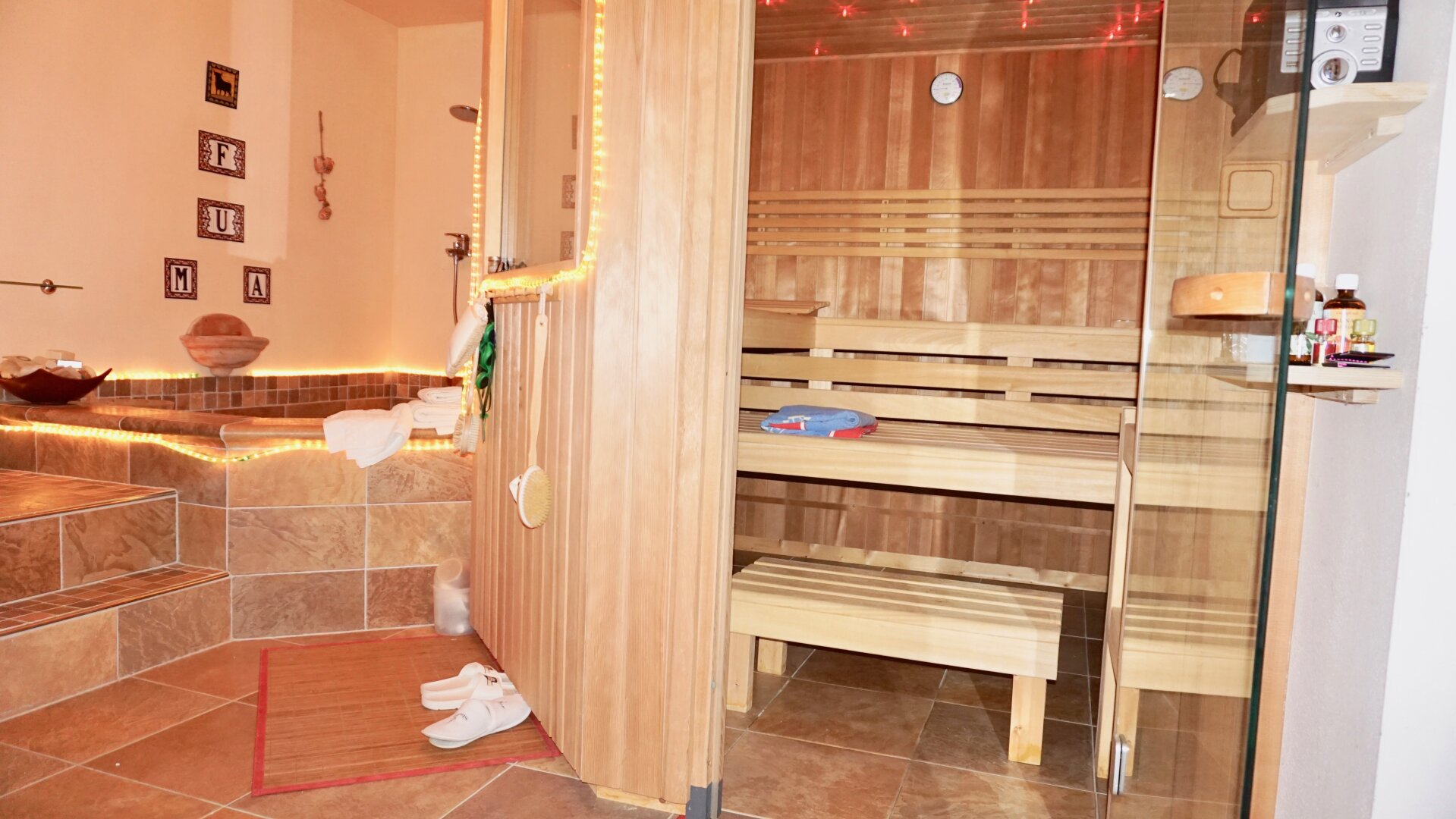 KG - Sauna und Tauchbecken