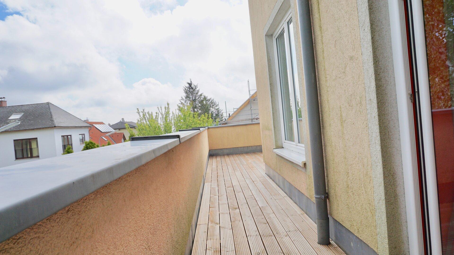 Terrasse mit Ausgang von Zimmer 1 - 1.OG