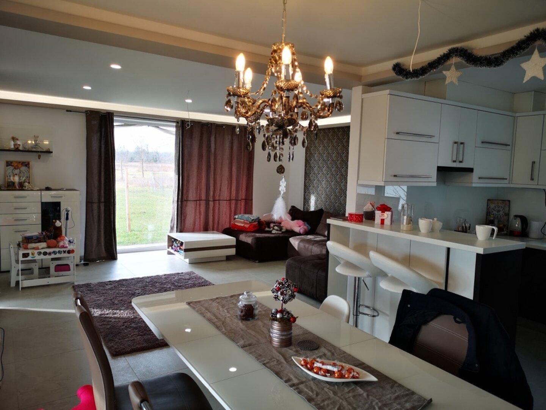 Esszimmer, offene Küche, Wohnzimmer
