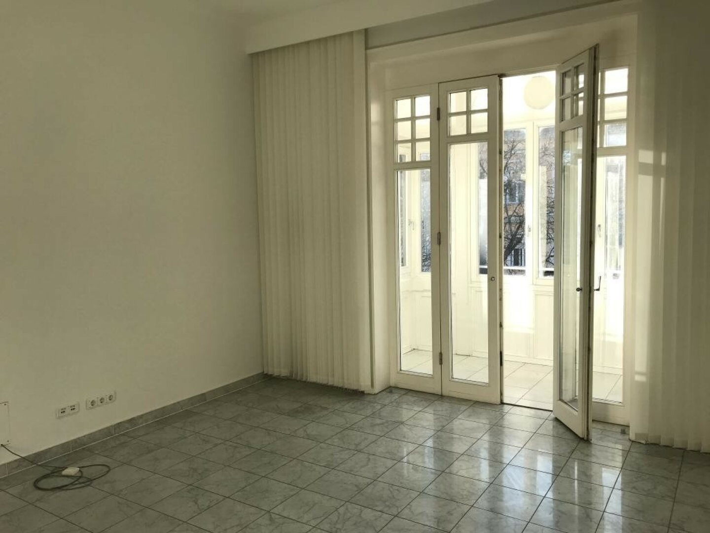 Sonniges Büro mit Wintergarten