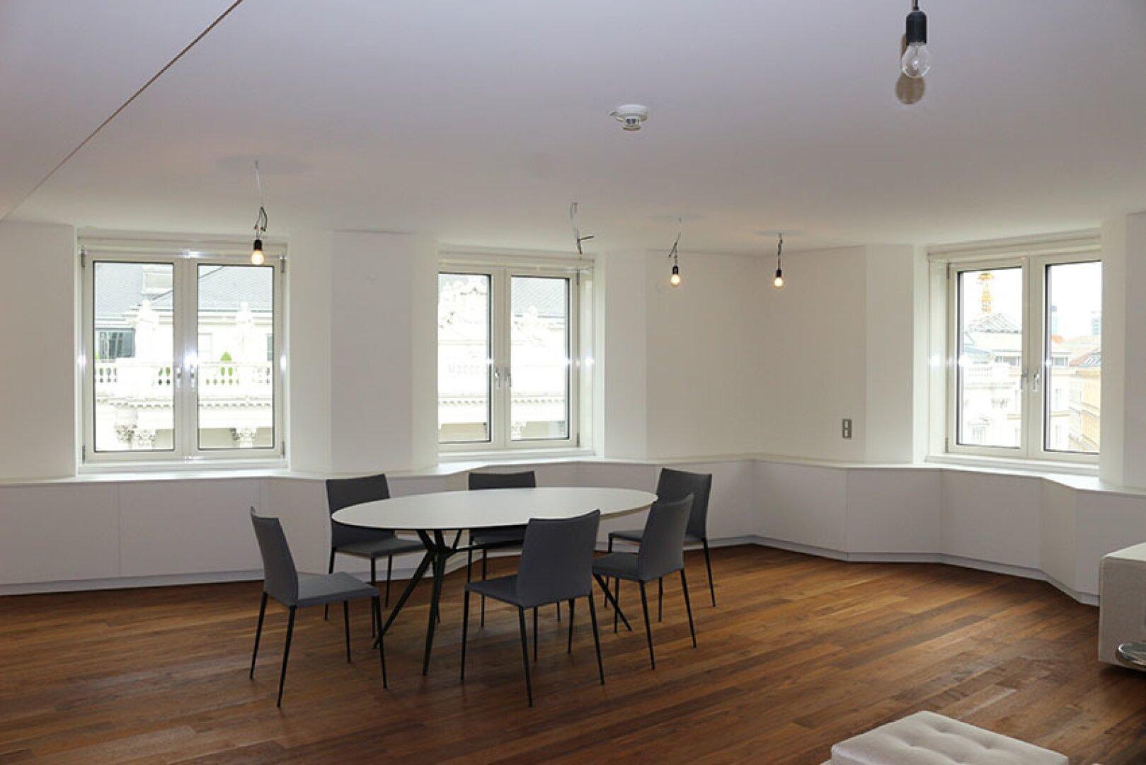 Wohnsalon mit integrierter Küche