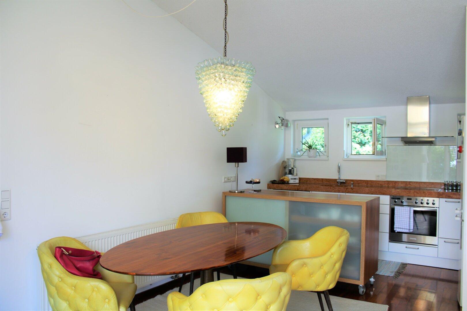 hochwertige Küche mit Marmorplatte