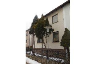 Verkauf eines 70iger Jahre Einfamilienhauses mit 2 Etagen, KFZ-Stellplatz und Garten