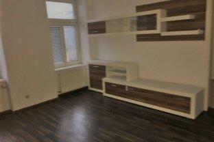 2 Zimmer- Altbauwohnung