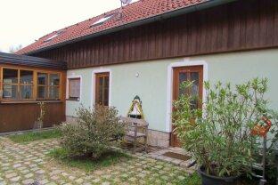 Schöne, helle Zwei Zimmer Wohnung, gemütlich, ruhig und mitten in der Natur des Waldviertels liegend, zu vermieten.
