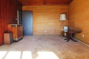 Ost-west orientierte Wohnung mit Loggia in renoviertem Haus