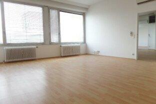 Helles Büro mit großen hofseitigen Fenstern & Klimageräten direkt auf der Meidlinger Hauptstrasse nebst U6 Meidling