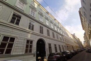 Wunderbare Dachgeschosswohnung mit 30 m2 Sonnenterrasse im Herzen Wiens!