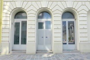 Gut sichtbares Geschäftslokal - große Fensterfronten - repräsentativer Stilaltbau - Nähe Rathaus und Parlament