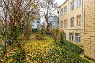 GROSSZÜGIGE 3 ZIMMER - Wohnung oder Büro mit Innenhof-Loggia - ab sofort! (SIEVERINGERSTRASSE 30)