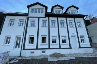 Dachgeschosswohnung mit Fernblick und Terrasse, Erstbezug nach Sanierung, moderne Ausstattung, Top 6