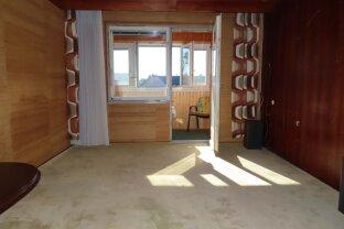 3 Zimmer Wohnung mit Loggia in renoviertem Haus