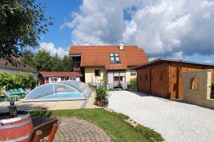 Natürlich & zeitloses Wohnen: traumhaftes Einfamilienhaus mit Pool & Garten