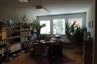 Großzügiges Büro für motivierendes Arbeitsklima