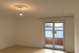 Wunderschöne 4 Zimmer Wohnung   Balkon   2 Garagenplätze