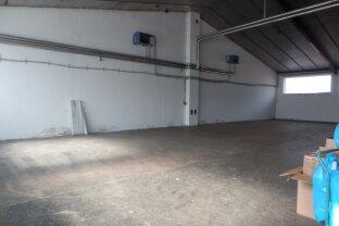 22 Autobahnabfahrt Gewerbepark Stadlau  Halle + Büro+ Parkplätze 2500,-