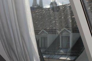 Sonnige, klimatisierte und ruhige 3-Zimmer-Dachgeschosswohnung mit Dachterrasse in Top Lage