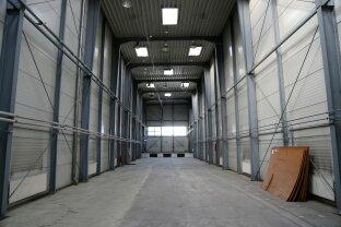 Sehr gut gelegene Halle mit bis zu 10 m Raumhöhe