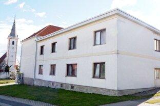 Geräumiges 6 Zimmer Haus mit großen Nebengebäude!