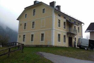 Wohnhaus mit 5 parifizierten Wohnungen und Keller