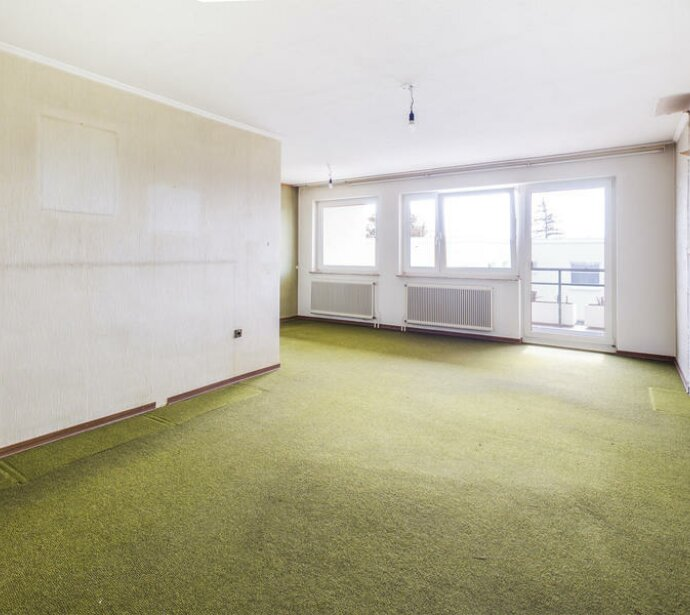 Sanierungsschnäppchen! Sonnige 3-Zimmer Loggia-Wohnung!