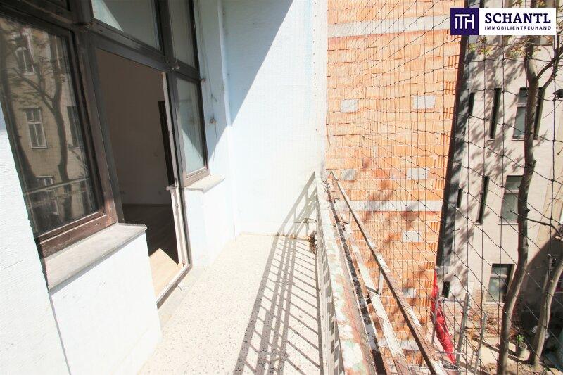 Große Altbauwohnung mit Renovierungsbedarf + Hofseitige Loggia + Beste Anbindung! Rundum saniertes, prachtvolles Altbauhaus! /  / 1090Wien / Bild 1