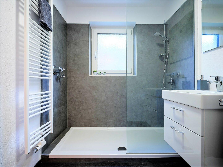großer Duschbereich