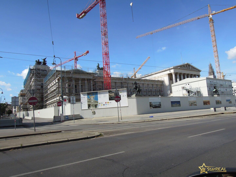in nächster Umgebung - das Parlament