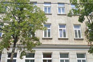 Ruhige-Sanierungsbedürftige  2  Zimmer  Altbauwohnung